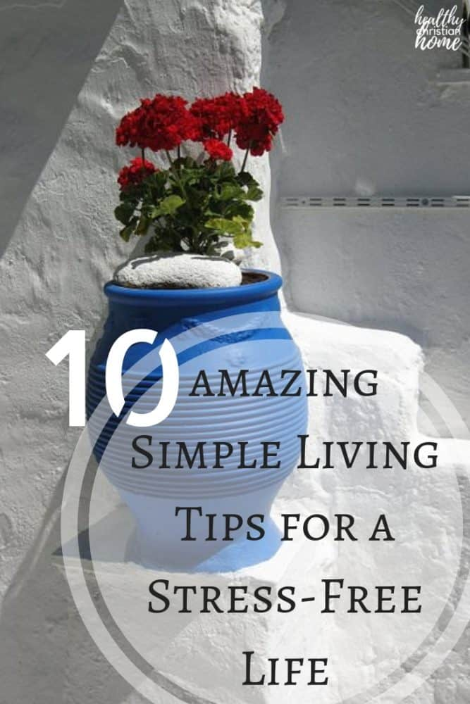 Simple living is challenging in today's world, but still doable! In this post, discover 10 easy to implement tips for a happy and simple life. #simpleliving #simplelife #stress #destress
